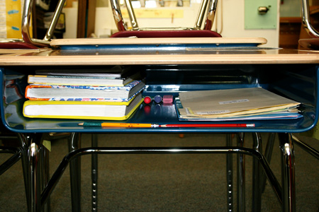 how to keep your desk clean at school